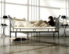 Catalogo online para comprar las mejores ofertas en camas diván de madera y forja para los dormitorios. Decoracion Beltran, tu tienda de camas diván