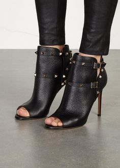 VALENTINO Rockstud 100 black leather ankle boots (SC138020) Availability: In stock £790.00 - See more at: http://www.harveynichols.com/138020-rockstud-100-black-leather-ankle-boots/#sthash.HYlJvLMh.dpuf