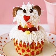 A mini cupcake makes the head and a regular cupcake makes the body for these cute little puppy cupcakes!  This looks a lot like my baby girl!
