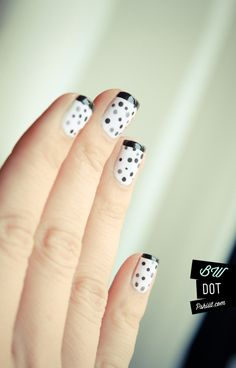 dots, dots and more dots @Pshiiit #uñas #nails #nail art #dots #black