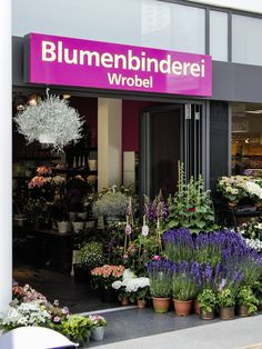 Leuchttransparent Hamburg | Lichtwerbung Hamburg | Transparent mit Plexiglasscheiben Hamburg | Folienbeschriftung Hamburg | www.vorteil-werbung.de | Dein Spezialist für Außenwerbung in Hamburg seit 1948 #hamburg #werbung #werbunghamburg  #lichtwerbung #leuchttransparent #aussenwerbung #aussenwerbunghamburg