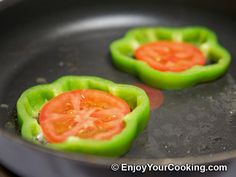 Eggs Fried with Tomato in Bell Pepper Ring Recipe: Step 3