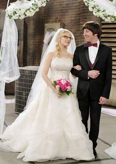 Melissa Rauch as Bernadette and Simon Helberg as Howard on The Big Bang Theory.