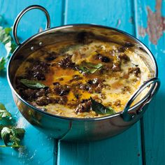This is a super flavourful dish and unique to South Africa. It's made with curried mince and has a delicious savory custard topping. (GPers, fairly easy to adapt, but is a tad rich. So yummy and nutritious though! South African Dishes, South African Recipes, Meat Recipes, Cooking Recipes, Healthy Recipes, Dinner Recipes, Nelson Mandela, Bobotie Recipe South Africa, Snacks