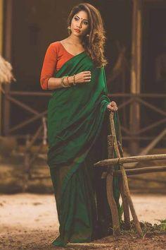 Sari Blouse, Sari Dress, Saree Blouse Designs, Blouse Neck, Sari Design, Latest Indian Saree, Indian Beauty Saree, Indian Sarees, Fancy Sarees