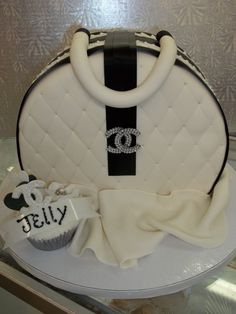 designer purse cakes | Designer Purse cake...yeah. | Torte | Pinterest