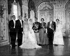 The princely newlyweds Rainier III and Grace of Monaco and their parents pictured by Howell Conant on April Grace Kelly Wedding, Princess Grace Kelly, Vintage Movie Stars, Vintage Movies, Royal Brides, Royal Weddings, Rainy Wedding, Wedding Bride, Kelly Monaco