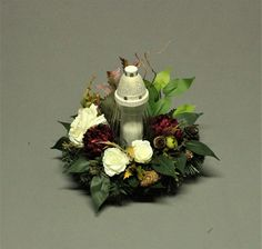 Grave Flowers, Funeral Flowers, Modern Floral Arrangements, Grave Decorations, Ikebana, Diy And Crafts, Projects To Try, Christmas Ornaments, Halloween
