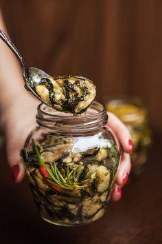 Naložte je! Cukety s česnekem a chilli jsou dokonalé! - Proženy Kitchen Aid Recipes, Canning Vegetables, Pumpkin Squash, Savory Snacks, Going Vegan, Raw Vegan, No Cook Meals, Vegetable Recipes, Food Hacks