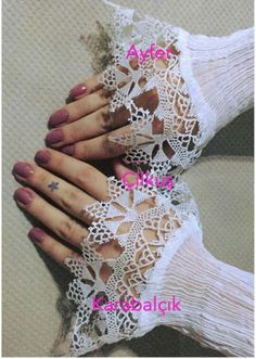 This Pin was discovered by Bah Crochet Art, Crochet Flowers, Loom Knitting Projects, Knitting Patterns, Point Lace, Needle Lace, Lace Making, Arm Warmers, Needlework