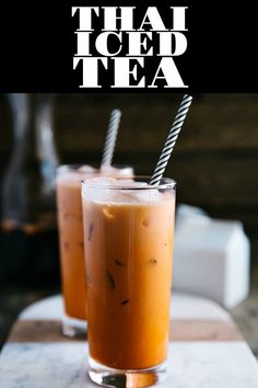 THAI ICED TEA is a delicious and refreshing Thai drink made from tea, milk, and sugar. Popular in Southeast Asia and served in many Thai foo. Fresco, Thai Tea Recipes, Milk Recipes, Vegan Recipes, Thai Food Restaurant, Crescent Roll Pizza, Holiday Drinks, Isagenix, Iced Tea