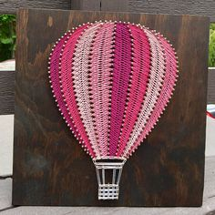 Colorful hot air balloon string art brightens up any room! Nail String Art, String Crafts, Rock Crafts, Diy Crafts For Girls, Diy Arts And Crafts, Diy Hot Air Balloons, String Art Patterns, Doily Patterns, Dress Patterns