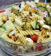 Greek Pasta Salad Recipe for Lunch Satisfy your tummy at lunchtime with this tasty and colorful Greek Pasta Salad. It's a (Mediterranean. Greek Salad Pasta, Soup And Salad, Healthy Snacks, Healthy Eating, Healthy Recipes, Lunch Recipes, Cooking Recipes, Pasta Salad Recipes, Greek Recipes