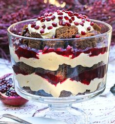Pumpkin Trifle With Cranberry Pomegranate Sauce - and other awesome Thanksgiving dessert recipes (many no-bake!Gingerbread Pumpkin Trifle With Cranberry Pomegranate Sauce - and other awesome Thanksgiving dessert recipes (many no-bake! Trifle Desserts, Just Desserts, Delicious Desserts, Dessert Recipes, Chef Recipes, Health Desserts, Sauce Recipes, Dinner Recipes, Healthy Recipes