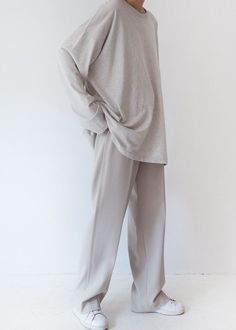 I love this outfit so much. It looks so simple yet it makes me happy just by looking at it idk whyy Moda Outfits, Indie Outfits, Sporty Outfits, Fashion Outfits, Chic Outfits, Minimal Outfit, Minimal Fashion, Minimal Clothing, Look Fashion