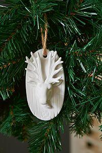 Welkom bij Rivièra Maison - Als het op decorereren aankomt kunt u zich met Kerst volledig uitleven. Met de nieuwe collectie kerstornamenten wordt het een kerstfeest om nooit te vergeten: van klassiek tot funny, van natuurlijke materiaal tot shiny stuff. Voor elk wat wils. (227750)