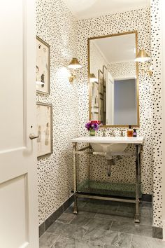 black and white spotted bathroom walls oooh I love this! Thinking for my bathroom maybe?