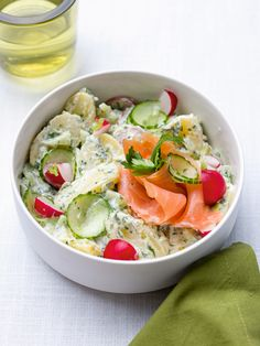 Aard apple salad with roasted zalm - Best Pins Good Healthy Recipes, Veggie Recipes, Salad Recipes, I Love Food, Good Food, Yummy Food, Cold Lunches, No Cook Meals, Food Dishes