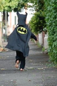 From old black suit trousers, to batman costume. Minimal sewing involved, to make this fabulous upcycled batman outfit. Perfect for any LEGO Batman Movie outings.