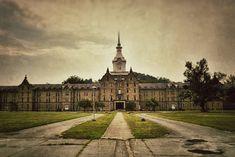 Trans-Allegheny Lunatic Asylum http://www.interesting6.com/wp-content/uploads/2013/10/7516894334_0832e50b47_z1.jpg