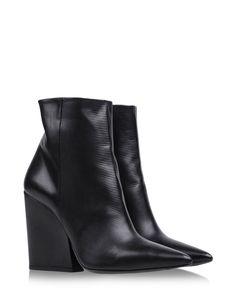 Shop online Women's Vic Matie at shoescribe.com