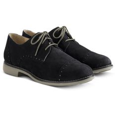 Cole Haan Gramercy Oxford Cap-Toe (1.415 ARS) ❤ liked on Polyvore featuring shoes, oxfords, men, flats, chaussures, flat shoes, perforated shoes, toe cap oxford, cap-toe oxford and perforated flats