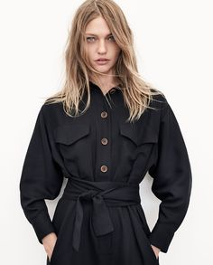 Zara Launches Sustainable Clothing - See the Designs! - Zara is going green. The Spanish fashion brand recently anno. Fast Fashion, Look Fashion, Fashion Brand, Vegan Fashion, Ethical Fashion, Fashion Beauty, Sasha Pivovarova, Sustainable Clothing, Sustainable Fashion