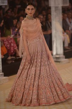 Aditi Rao Hydari walked the ramp for Tarun Tahiliani at India Couture Week and here is our verdict of the look. Indian Wedding Gowns, Indian Bridal Outfits, Indian Designer Outfits, Bride Indian, Wedding Dresses, Engagement Dress For Bride, Engagement Gowns, Lehnga Dress, Bridal Lehenga Choli