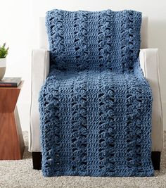 Easy Crochet Afghans How To Make A Here and There Waves Crochet Blanket - Crochet Afghans, Afghan Crochet Patterns, Baby Blanket Crochet, Crochet Stitches, Crochet Baby, Crochet Blankets, Free Crochet, Crochet Ripple, Chunky Crochet