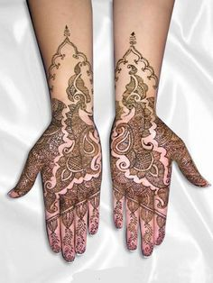 Mehndi is the ancient art of decorating palms & feet but how about blending peacock designs with mehndi. Here are top peacock mehndi designs you can try. Peacock Mehndi Designs, Indian Mehndi Designs, Mehandi Designs, Mehndi Images, Tattoo Designs, Henna Peacock, Rangoli Designs, Mehendi, Henna Mehndi