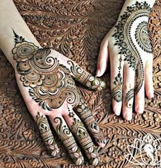 We bring you this curated list of new and trendy arabic mehendi designs that is sure to brim you with inspiration. These latest mehndi patterns are sure to make you grab all the attention at any event you attend so, be ready to stay in the spotlight. Latest Arabic Mehndi Designs, Mehndi Designs Book, Mehndi Design Pictures, Mehndi Designs For Girls, Wedding Mehndi Designs, Mehndi Designs For Fingers, Mehndi Patterns, Henna Tattoo Designs, Mehndi Images