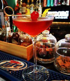Wild Berry #cocktail #mixology #bartender#cocktailsagram #gin #craftcocktail #alchemy #drinkporn#cocktailporn