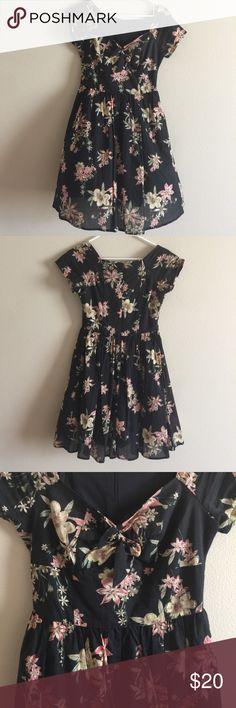 Vintage floral dress Adorable dress with sweetheart neckline Dresses
