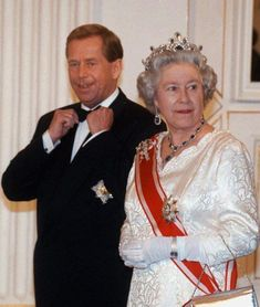 HM in the sapphire tiara, in 1996, with President Vaclav Havel Prague.  Love this photo of Pres. Havel!