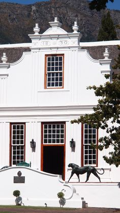 The central (and historic part) of the town host a variety of Cape Dutch architecture - Stellenbosch, South Africa Colonial Architecture, Classical Architecture, Architecture Plan, The Beautiful Country, Beautiful Places, South Afrika, Cape Dutch, Cup Cup, Dutch House
