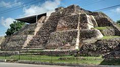 Pirámide de Acanceh, Yucatán.  Por: Abraham Mauricio