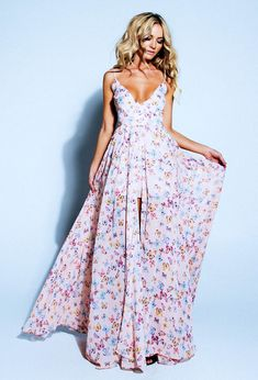 Want want want want want. Such a gorgeous dress & the back is just stunning!