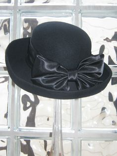 f244a068c43 LAURA ASHLEY VINTAGE BLACK WOOL FELT FORMAL CLOCHE HAT WITH SATIN RIBBON    BOW £118.00