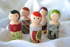From Simple Simon & Co a tute for Mod Podge Peg People! OMG! So cute..they remind me of the old style Fisher Price Little People, over whose demise I still mourn.