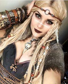 Vikings Costume Diy, Viking Halloween Costume, Vikings Halloween, Looks Halloween, Female Viking Costume, Women Halloween, Viking Hair, Viking Dress, Viking Wedding Dress