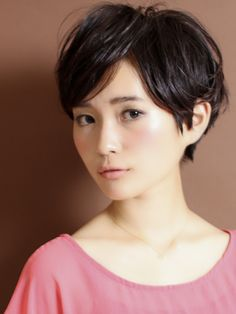 I like the way her hair is still kid of long. . . wonder if it will require styling. . . http://www.beauty-box.jp/style/short/cir060/
