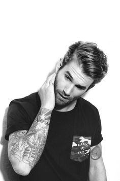Men with tattoos....yummy!