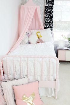 Little Girl's Room Makeover 4 Year Old Girl Bedroom, Pink Bedroom For Girls, Pink Bedroom Decor, Big Girl Bedrooms, Pink Bedrooms, Little Girl Rooms, Fantasy Bedroom, Cool Kids Rooms, Old Room
