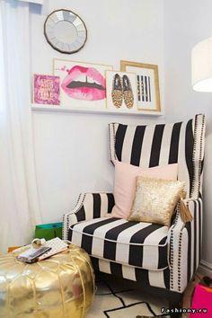 Кресло, подушки, зеркало
