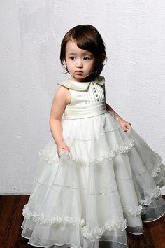 Escolher o vestido de noiva já não é tarefa fácil, agora imaginha escolher vestidos para daminhas do casamento!! Criança é uma fofura de qualquer jeito, então essa tarefa se torna ainda mais dura, não é mesmo? Então para faciliar ou dificultar de...