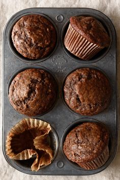 Tried and tested: (One Bowl) Dark Chocolate Greek Yogurt Banana Muffins. Really tasty muffins and a great texture, not too dry😁 Healthy Baking, Healthy Desserts, Healthy Muffin Recipes, Low Sugar Desserts, Healthy Cookies, Chocolate Greek Yogurt, Chocolate Banana Muffins, Chocolate Chips, Healthy Banana Muffins