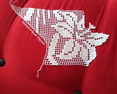 """315 Beğenme, 1 Yorum - Instagram'da Sultan Irmak Tüysüz (@sultans_design): """"Benimle birlikte başlamak isteyenler hazırlığınızı yapın. Zaman zaman bu modelin üzerindeki…"""" Filet Crochet, Instagram Posts, Handmade, Crochet Doilies, Cross Stitch Embroidery, Towels, Border Tiles, Crocheting, Dots"""