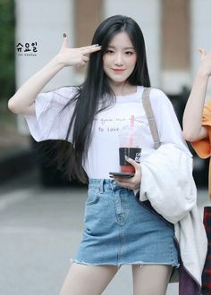 Kpop Fashion, Korean Fashion, Girl Fashion, South Korean Girls, Korean Girl Groups, Soyeon, Just Girl Things, Airport Style, Korean Beauty