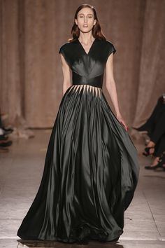Zac Posen fall 15. The skirt of this dress is beautiful with this dark green, almost black colour and the movement.