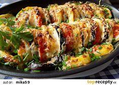 Brambory zapečené s lilkem, cibulí a rajčaty recept - TopRecepty.cz Side Recipes, Ratatouille, Tasty Dishes, Sushi, Good Food, Treats, Chicken, Ethnic Recipes, Kitchen